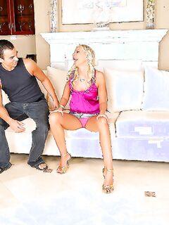 Пришел первый раз к девушке в гости, а она попросила его член