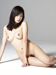 Убойная эротика с голой азиаткой