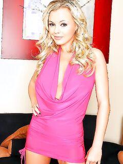 Гламурная блондинка обожает анальный секс