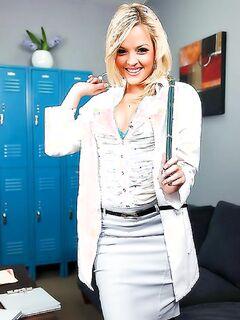 Медсестра Алексис Техас совратила симпатичного пациента для ебли