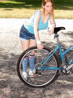 Накачал велосипед и оттрахал