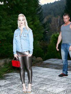 Сексуальная русская девушка потрахалась в загородном доме