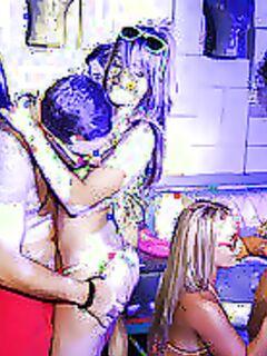 Русские красотки в бикини трахаются в киску на тусовке