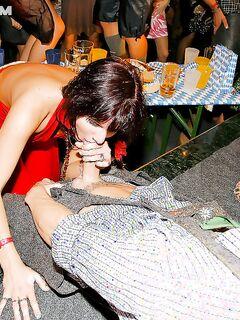 Девушки с легкими манерами берут в рот на пьяной оргии