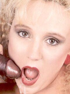 Анальный секс с ретро шлюхой в темных чулках