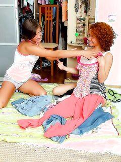 Русский студент жарит двух молоденьких подружек по очереди