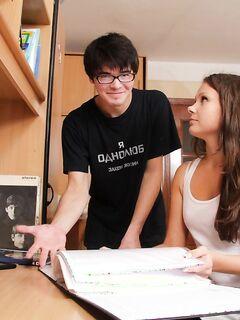 Русский студент совокупляется с телкой в позе раком