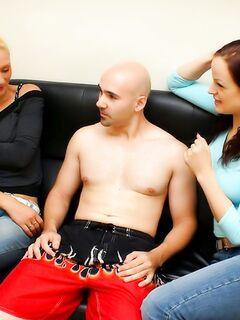 Секс фото девушек с ненасытным парнем