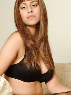 Индийская мальвина сделала шикарные фото в дамском белье