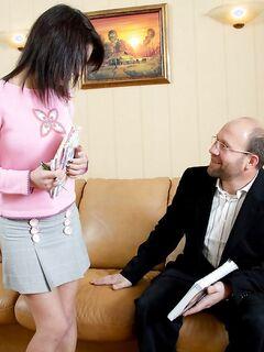 Старый дядя закончил запретный секс с племянницей спермой на личико