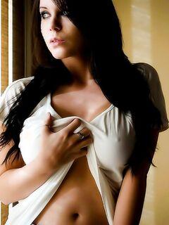 Красивая грудь с большими сосками
