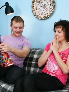 Опытный фраер кончает на лицо русской девки