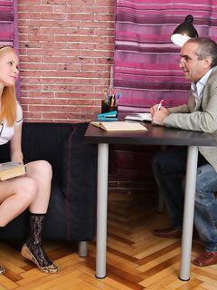 Русский ректор имеет студентку в ротик и киску
