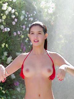 Сексуальные сиськи Фиби Кейтс