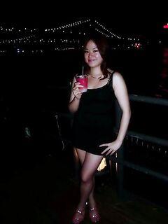 Пьяная азиаточка дает снимать волосатую письку по всему дому