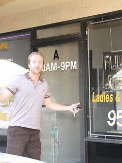 Худая азиатка из массажного салона потрахалась с клиентом