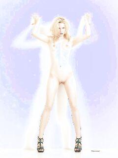 Худая блондинка сняла джинсовые шорты на съемках