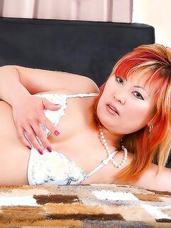 Японская мамочка с рыжими волосами трахнулась с туристом