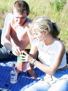 Напоили водкой и трахнули на дворе