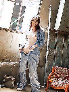 Любвеобильная азиатка и ее поразительно горячее тело