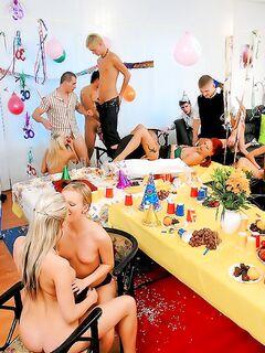 Грубая вечеринка с парнями и телками