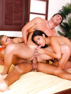 Порно фото бисексуалов во время ебли