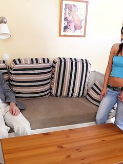 Старый извращенец делает куни молодой девушке за деньги