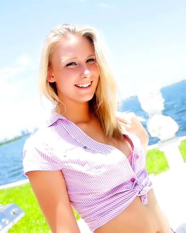 Блондинка впервые шалит с негром