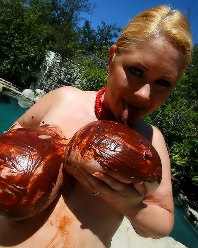 Сиськи в шоколаде