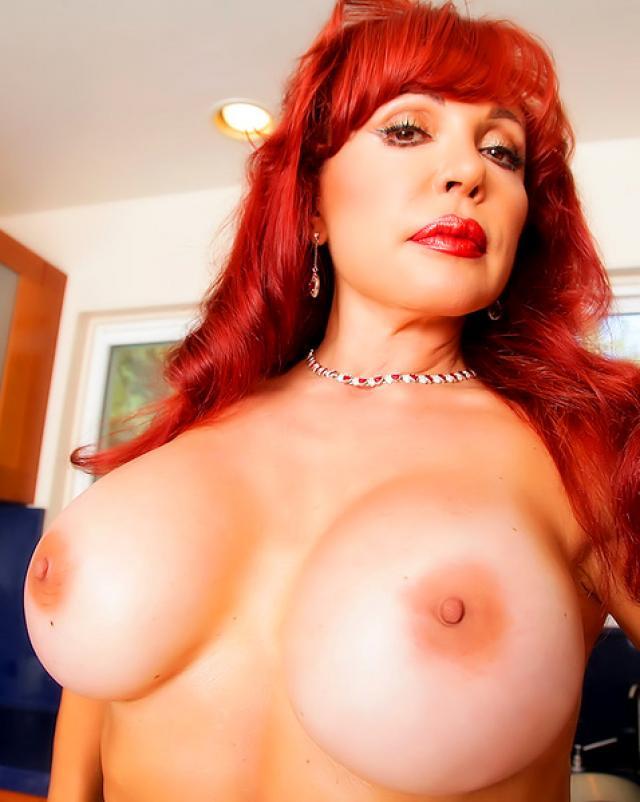 Рыжая баба с большими сиськами