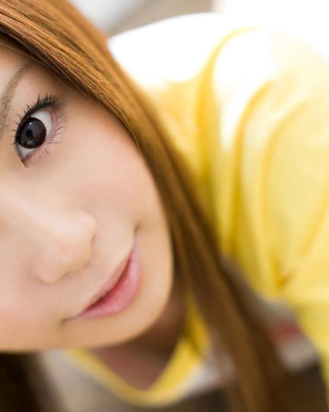 Японка с маленькими сиськами снимает множество фото