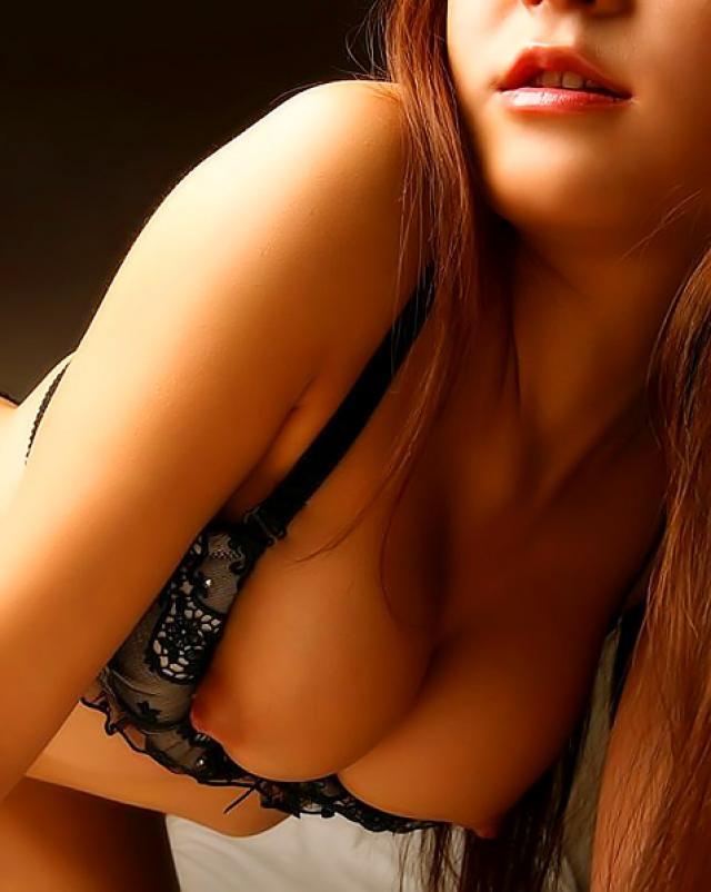 Японская жрица любви разделась до голенькой задницы