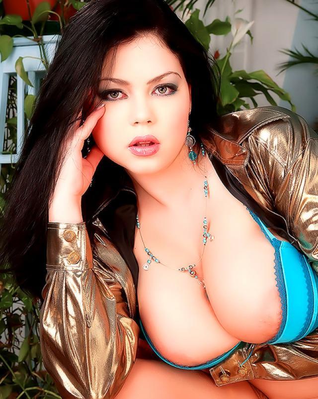 Порно фото с большими сиськами европейской чиксы