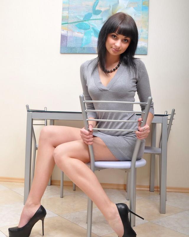 Русская шалунья любит побыть без трусиков