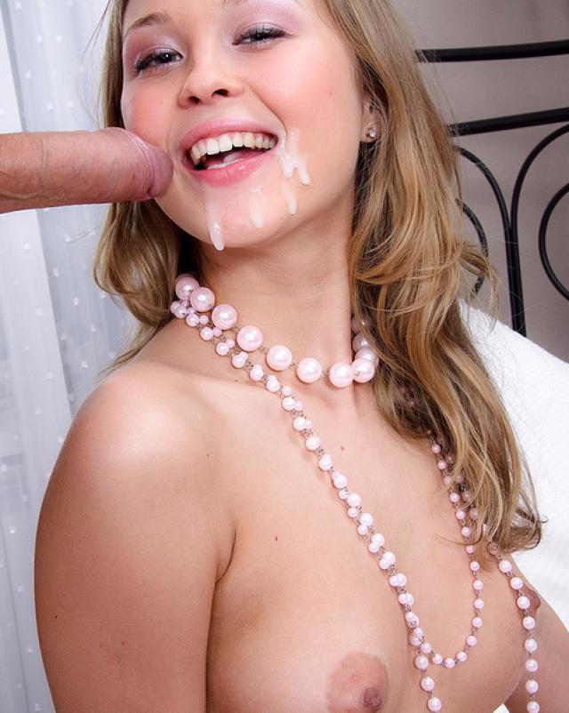 Молоденькая красотка в восторге от секса с обладателем огромного члена