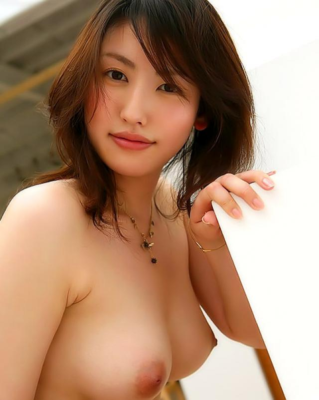 Голая японка показывает волосатую письку на кастинге