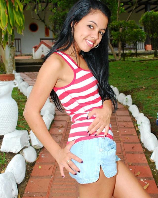 Порно фото молодой латинки с тугими сиськами
