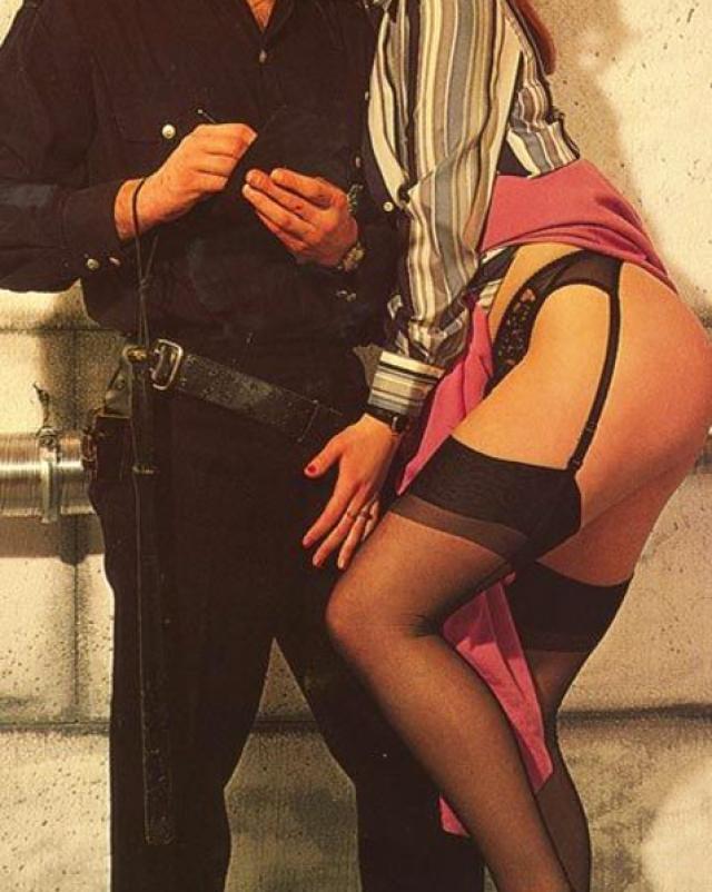 Рыжая сучка в необычном старом сексе с полицейским