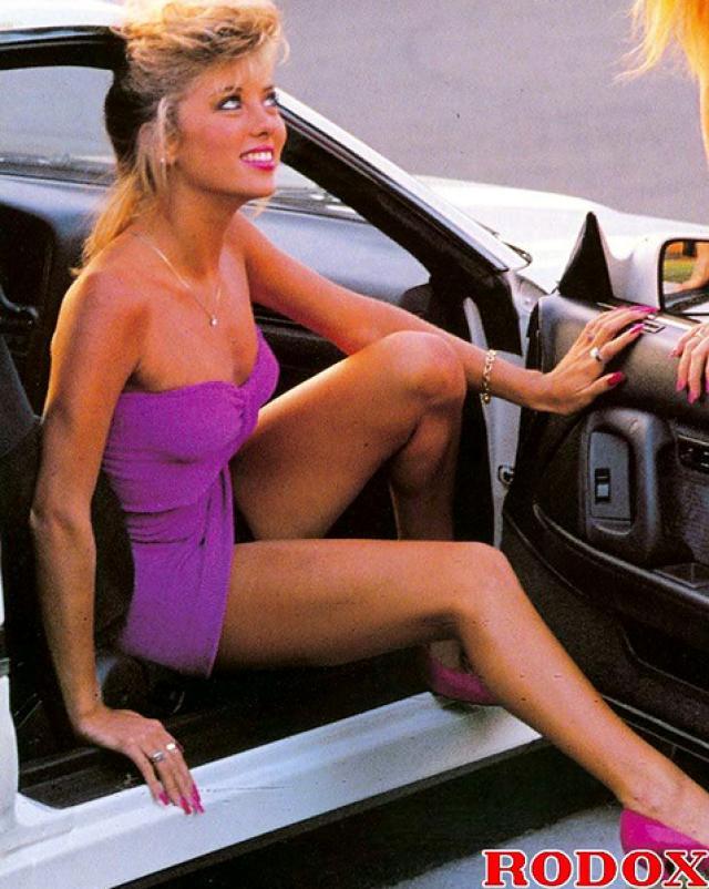Красивые лесбиянки 70-х насладились самотыком