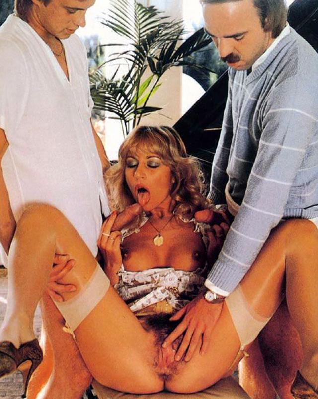 Старый групповой секс с ненасытными телками