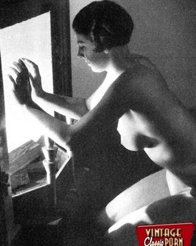 Обалденные женщины с большими дойками в горячем старом порно