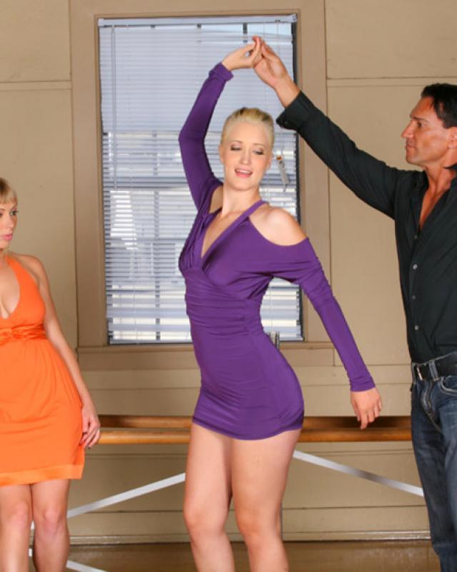 Девушки - балерины устроили бурную еблю с учителем танцев