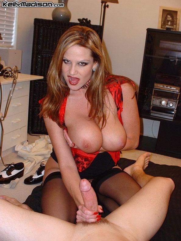 Зрелая порно звезда сделала глубокий минет для поклонника