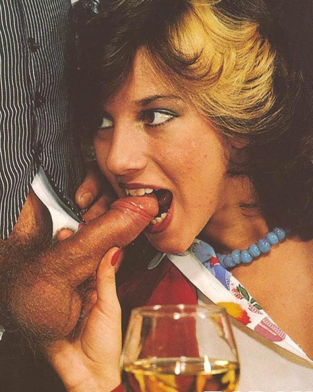Винтажные дамочки заставили официанта трахнуться на столике