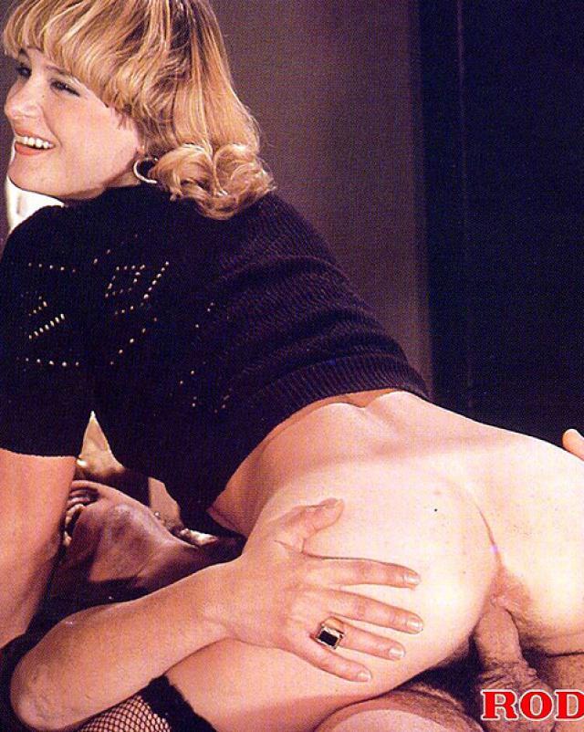 Винтажная шлюха сломалась на анальный секс с картежниками