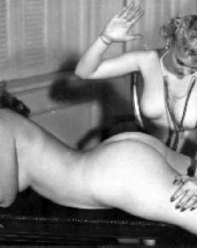 Винтажные лесбиянки обожают горячий секс с насилием