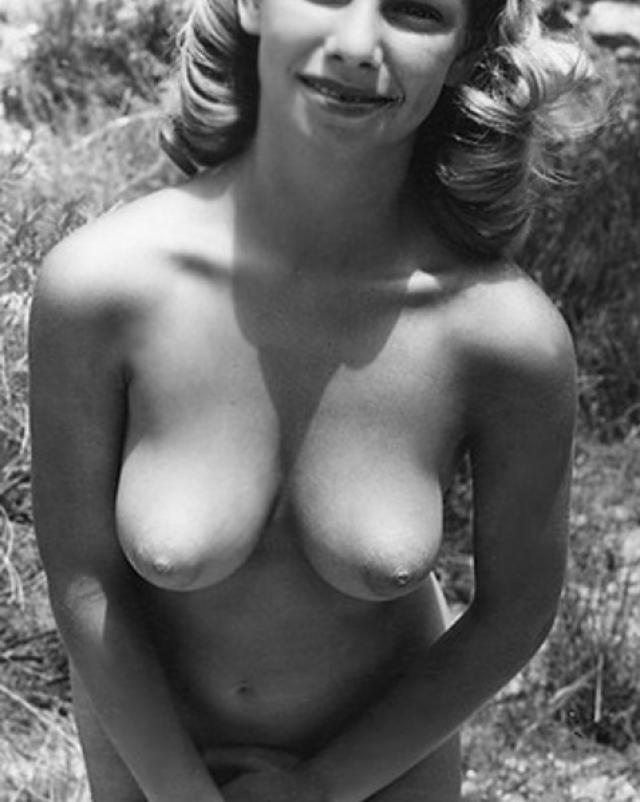Красивые бабы и их голые груди в винтажном порно