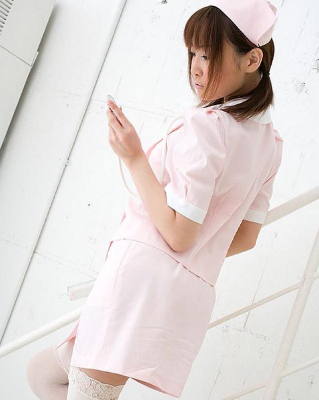 Красивая азиатка медсестра