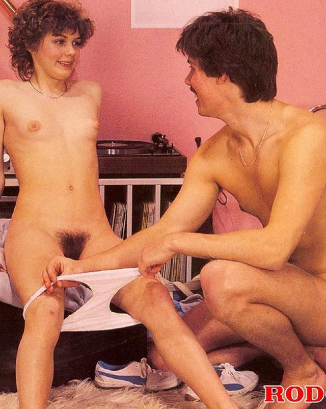 Винтажная красотка занимается жестким сексом с двумя мужиками