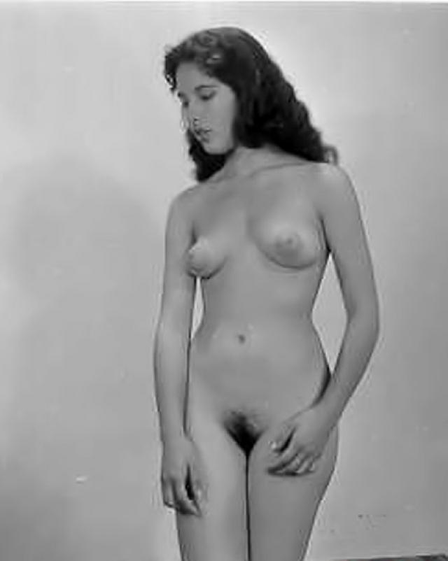 Черно-белые ню фото красоток с настоящими сиськами